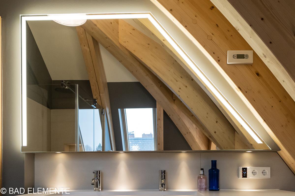 BAD ELEMENTE. Badsanierung mit Ausstattungen, wie beleuchtete Badezimmerspiegel und Spiegelschränke. Auch zum Wandeinbau.